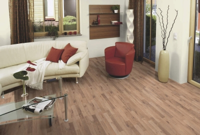 JE7637218 Laminate Oak Aliano 8mm, AC4/32, 3 strips. Από €12,10 Μόνο € 9,60/m2.