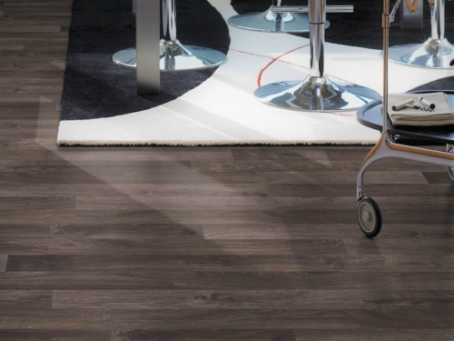 JE2337521 Laminate Oak 7mm, 3strips, AC3/31. Από €10,90 Μόνο €7,50/m2.
