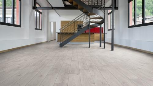 JQ4023, Premium Γερμανικό πάτωμα laminate, μονοσάνιδο, με αρμό, πάχος 8mm, AC432, χρήση οικιακή και επαγγελματική.