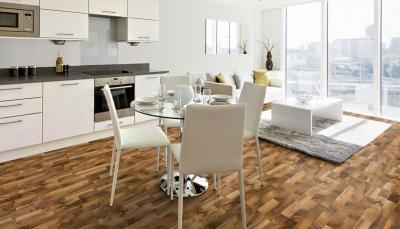 Laminate 8mm walnut rustic 2strip από €13,8/μ2 Μόνο €8,4/μ2