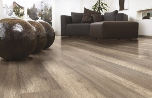 JE357237 Laminate Oak brown 8mm,V4, AC4/32. Από €13,40/m2 Μόνο €10,90/m2