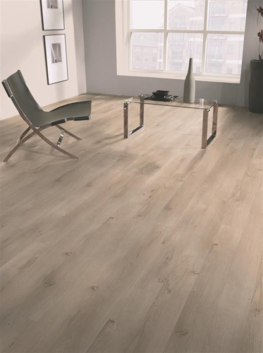 JE637348  Laminate 8mm Oak Touch, AC4/32. Από €12,10/m2 Μόνο €9,60/m2.