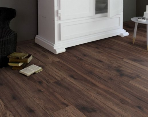 JE4634029 Laminate Mercado dark 8mm, V4, AC4/32 από €13,50 μόνο €10,90/m2.