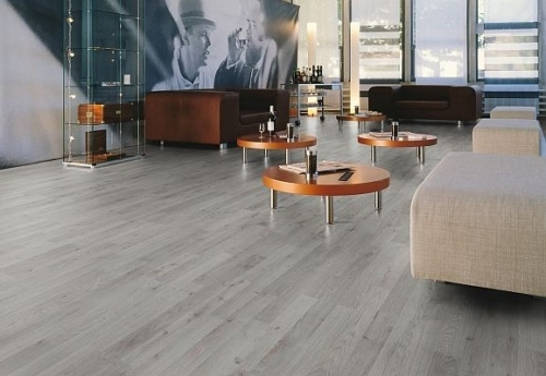 JE277220 Laminate oak Garis 3 strip 7mm AC3/31 Από €10,90/μ2 μόνο €7.9/μ2!