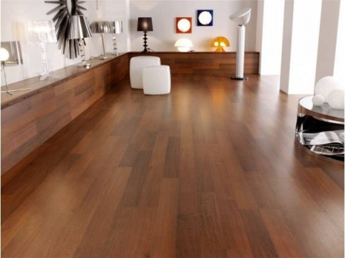 JE266293 Laminate Plum(Cherry)  7mm , 3strip, AC3/31 από €10,90  μόνο €7,90/m2.