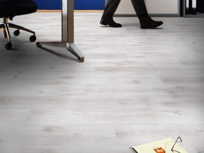 Laminate Oak white 7mm AC3/31 από €11,8/μ2 Μόνο €7,9μ2